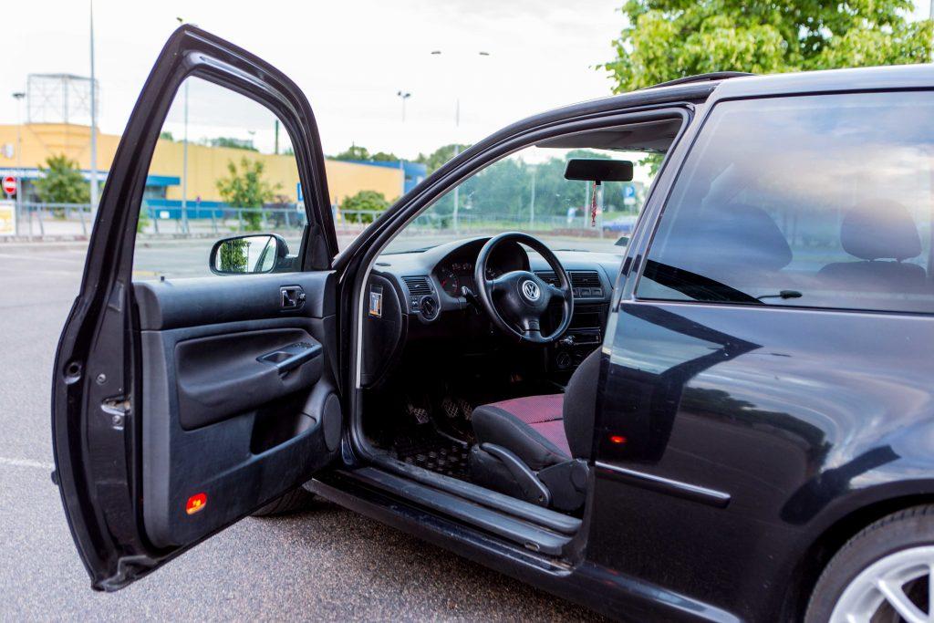 6 tips for stunning car photos-Autolevi-peer-to-peer-car-rental-open-doors